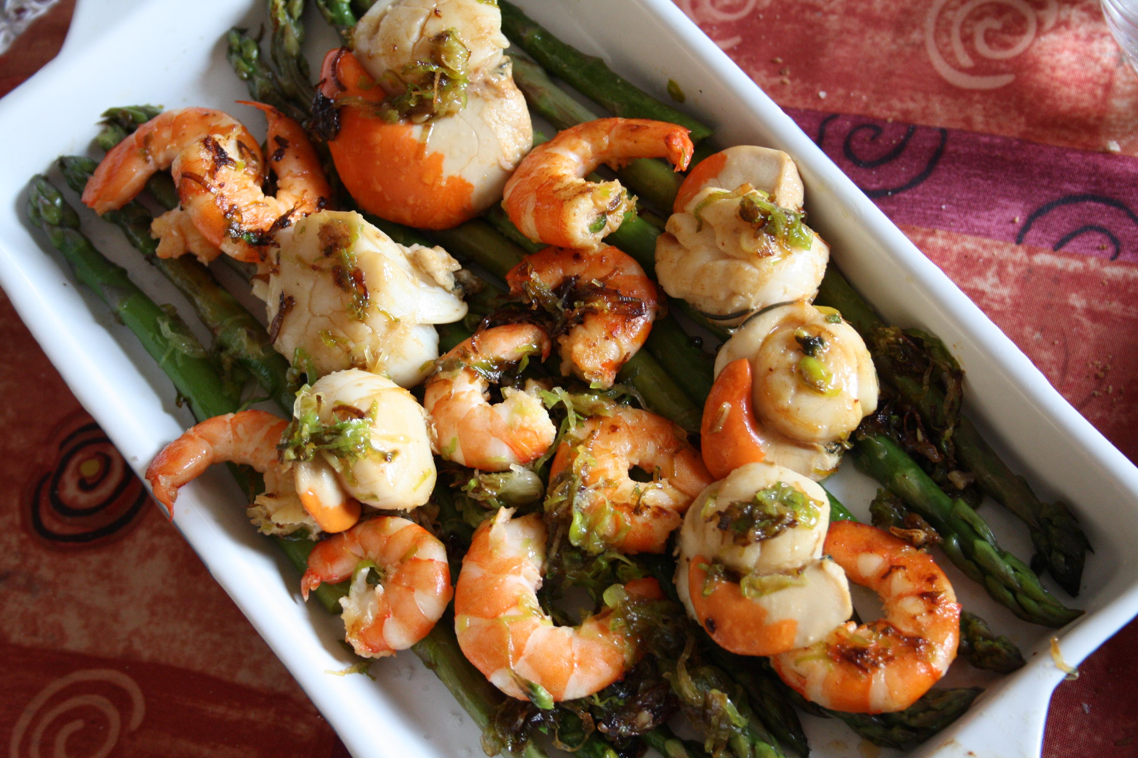 Coquilles st jacques et crevettes sur lit d asperges blog de cuisine de l 39 amap belles - Coquilles st jacques sur lit de poireaux ...