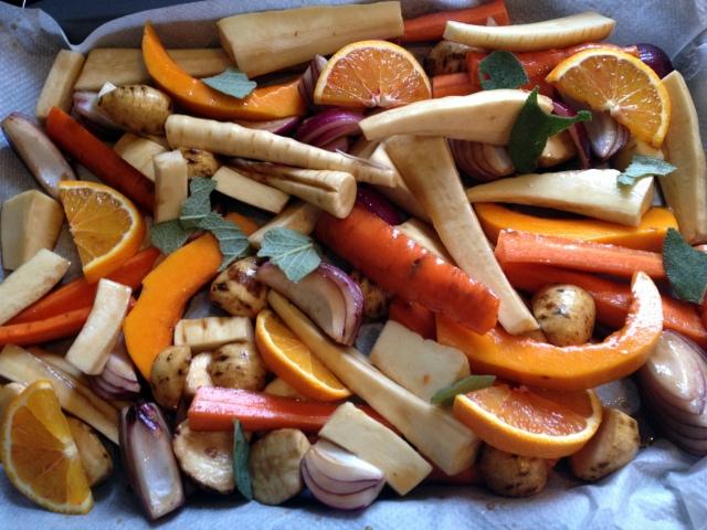 Légumes d'hiver au miel, orange, sauge avant entrée au four