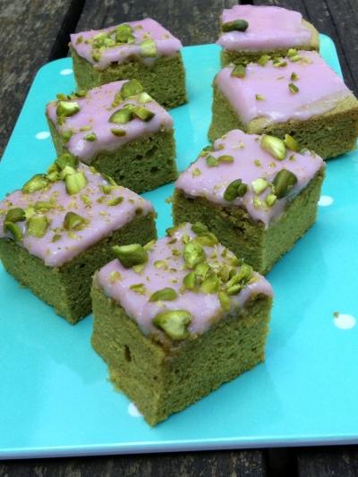 Torta thé verde glassa alla rapa rossa