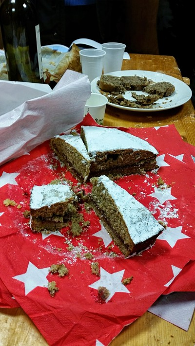 """Gâteau """"en action"""" pendant l'apéro"""
